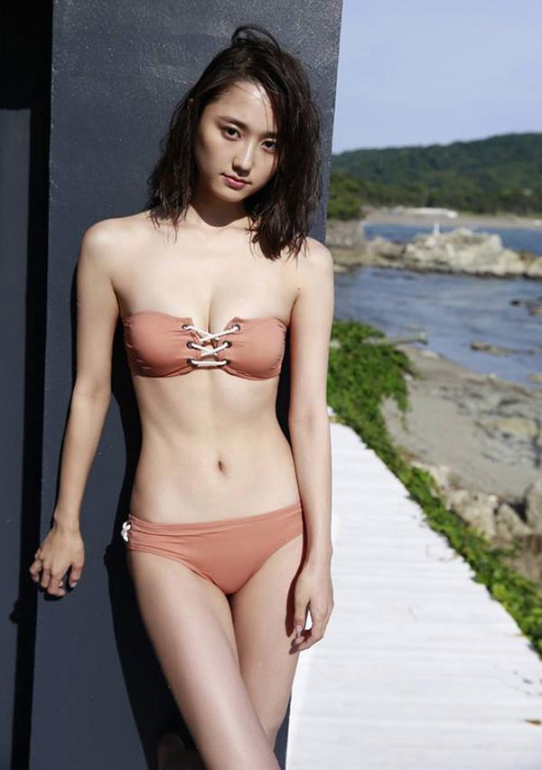 Khoảnh khắc diện bikini của mỹ nhân Nhật Bản