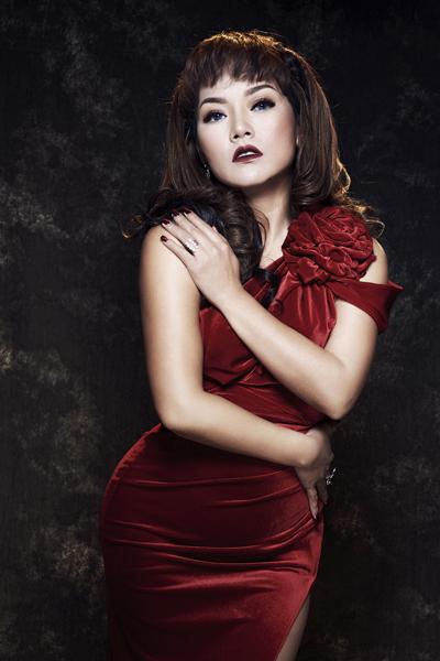 Ca sĩ Thái Thùy Linh thay đổi phong cách nữ tính hơn trong sản phẩm âm nhạc mới.