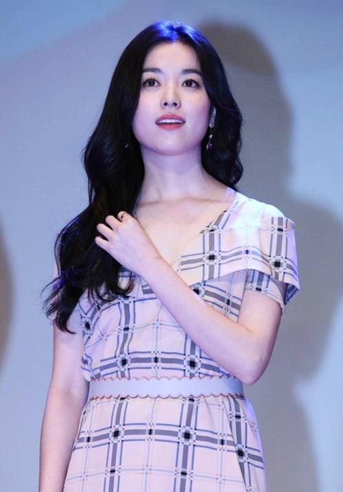 'Mỹ nhân cười đẹp nhất Hàn Quốc' thu hút trong buổi ra mắt phim