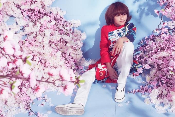 Thiên Khôi Idol Kids lớn bổng khi diện áo dài cách tân
