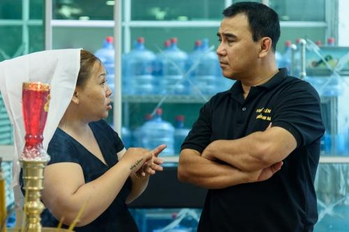 Quyền Linh hỏi con gái diễn viên về bệnh tình của cha cô trước lúc qua đời.