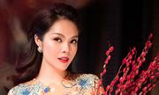 Dương Cẩm Lynh mặc áo dài họa tiết mừng xuân