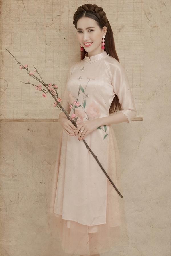 Phan Thị Mơ mặc yếm, áo dài đón Tết