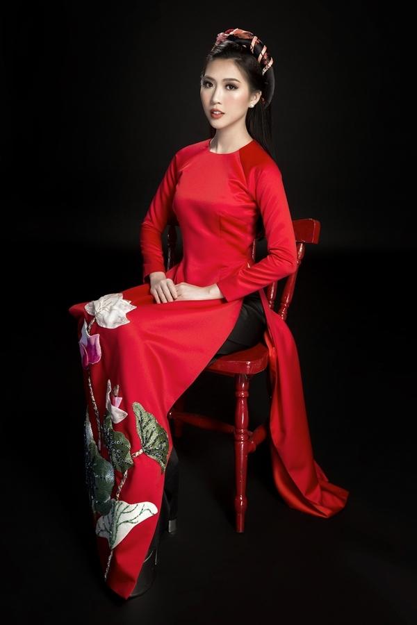 Tường Linh gợi ý áo dài đơn sắc du xuân