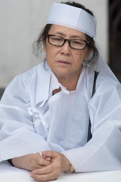 Vợ diễn viên Nguyễn Hậu dễ bị xúc động nên không được nhìn chồng lúc trăn trối.