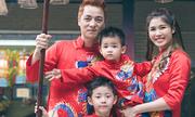 Vợ chồng Đăng Khôi đưa hai con đi lễ chùa đầu năm