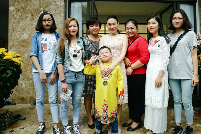 Mỹ Tâm gặp gỡ fan đầu năm tại nhà riêng ở Đà Nẵng