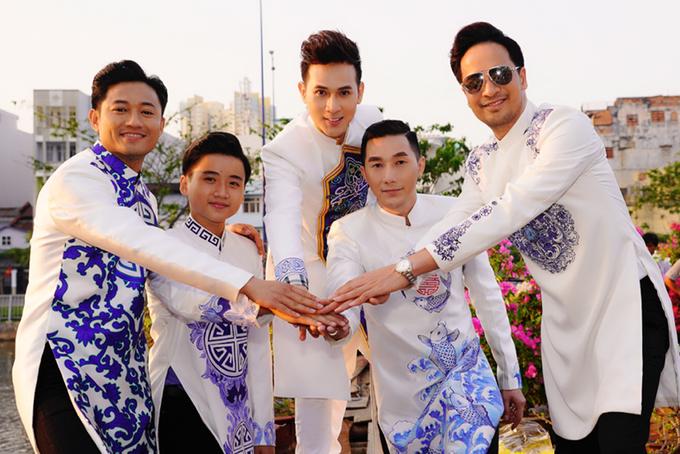 Quý Bình, Nguyên Vũ diện áo dài dạo đường hoa Nguyễn Huệ
