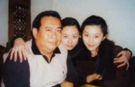 Thiều Tiểu San (giữa)đăng ảnh bên Phạm Băng Băng.