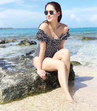 'Mỹ nhân đẹp nhất Philippines' diện bikini bên chồng