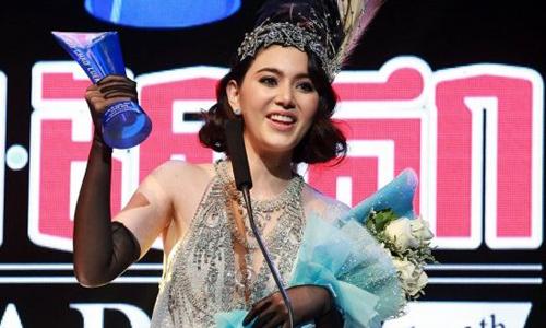 Sau tám năm theo đuổi nghiệp phim ảnh, Mai Davika giành nhiều giải thưởng uy tín như: Nữ diễn viên chính xuất sắc của Hiệp hội phim quốc gia Thái Lan (2016), giải thưởng của Hội phê bình điện ảnh Bangkok cho Nữ diễn viên xuất sắc (2016)...