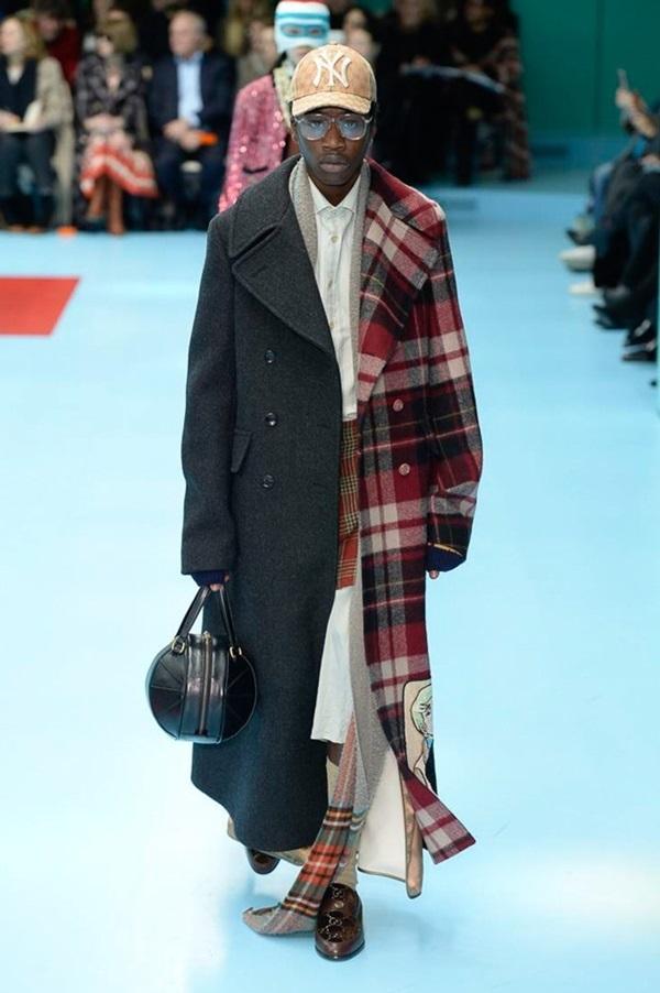 Người mẫu Gucci ôm đầu người nhân tạo catwalk