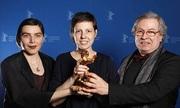 Phim khiến khán giả bỏ chạy vì cảnh sex gây sốc đoạt giải Gấu Vàng