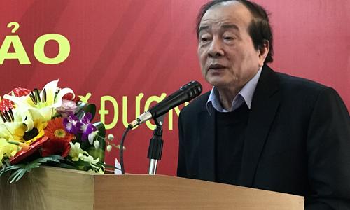 Nhà thơ Hữu Thỉnh - Chủ tịch Hội Nhà văn Việt Nam - phát biểu tại hội thảo.