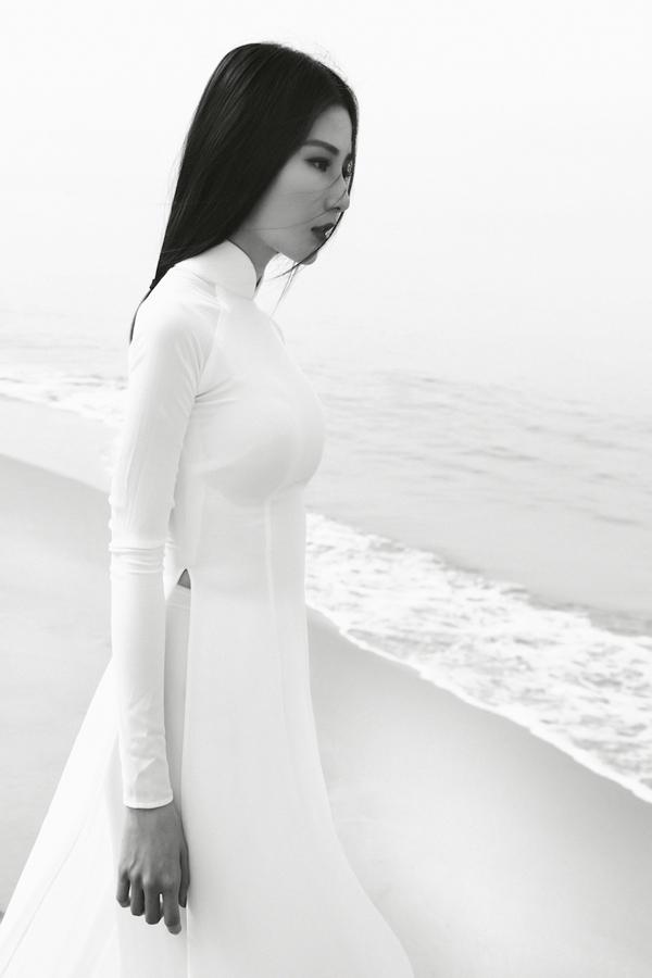 Diễm My 9x hóa nàng thơ ma mị với áo dài trắng