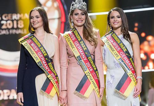 Alena Krempl (phải) and Sarah Zahn (trái) lần lượt giữ ngôi Á hậu 1 và Á hậu 2.
