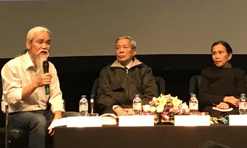 Nhà thơ Nguyễn Khoa Điềm (giữa) có mặt trong sự kiện.