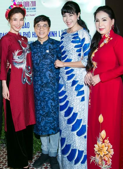 Thành Lộc diện áo dài cách tân tại sự kiện.