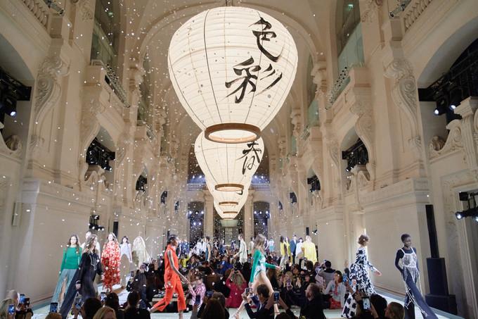 Tinh thần tối giản của Nhật trong show H&M