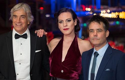 Trước A Fantastic Woman, đạo diễn Sebastián Lelio (phải)từng gây chú ý ở Liên hoan phim Berlin 2013 với bộ phim Gloria, Liên hoan phim Locarno 2011 với The Year of the Tiger và Liên hoan phim Cannes 2009 với Navidad.