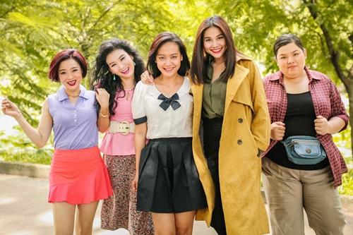 Các diễn viên thể hiện thời trưởng thành (từ trái qua): Mỹ Uyên, Mỹ Duyên, Hồng Ánh, Thanh Hằng, Tuyền Mập.