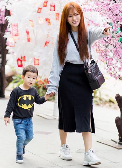 Thu Thủy và con trai - bé Henry - gần ba tuổi.