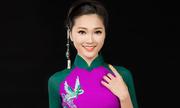 Lan Hương giới thiệu áo dài thêu tay ở phố đi bộ Nguyễn Huệ