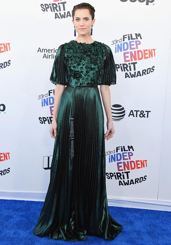 'Bom sex' Margot Robbie mặc giản dị ở lễ trao giải tiền Oscar