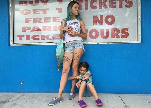Bria Vinaite (trái)vàBrooklynn Prince trong phim.