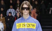Balenciaga in số điện thoại đường dây nóng lên áo