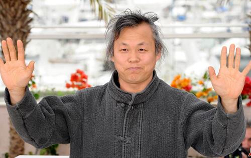 Kim Ki Duk là một trong những đạo diễn hàng đầu Hàn Quốc, giành giải Sư Tử Vàng tại Liên hoan phim Venice (Italy) cho Pietà năm 2012.