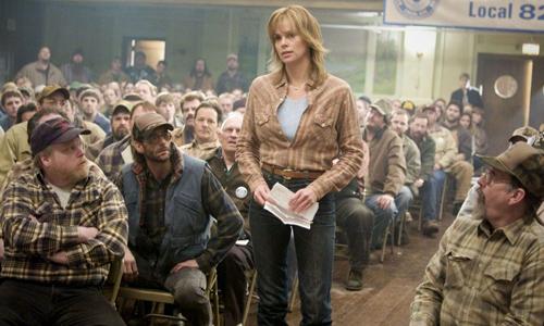 Nhân vật Josey Aimes quyết liệt tố cáo hành vi đồi bại của đồng nghiệp nam tại hầm mỏ.