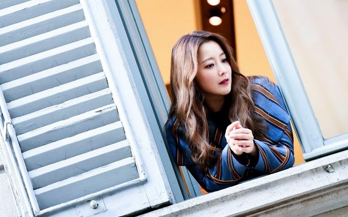 Kim Hee Sun thả dáng trên đường phố Italy
