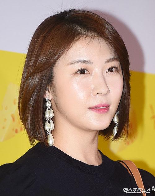 Ha Ji Won dự sự kiện sau cú sốc em trai qua đời