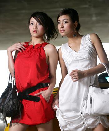 Thuở còn thân thiết, Thủy Top (trái) và Hoàng Thùy Linh từng chụp chung nhiều bộ ảnh thời trang.