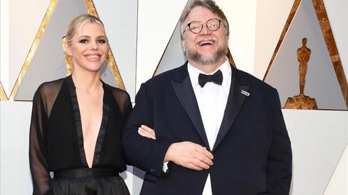 Guillermo del Toro dự Oscar cùng biên kịch Kim Morgan.