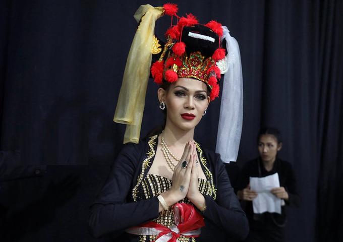 Hương Giang tự tin trên sân khấu chung kết Hoa hậu chuyển giới
