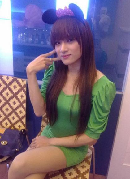 Nhan sắc nhẹ nhàng, nước da trắng sáng giúp Hương Giang có ngoại hình xinh đẹp từ khi chưa chuyển giới. Tuy nhiên, cô vẫn sang Thái Lan phẩu thuật để được làm một người phụ nữ trọn vẹn.