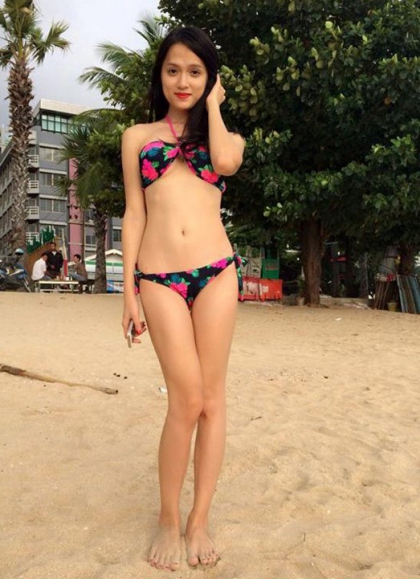 Cô chụp ảnh bikini khoe đường cong khi nghỉ mát ở Thái Lan năm 2014.