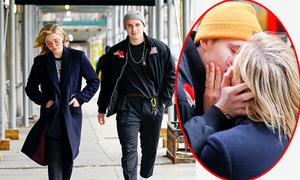 Brooklyn Beckham hôn bạn gái trên phố