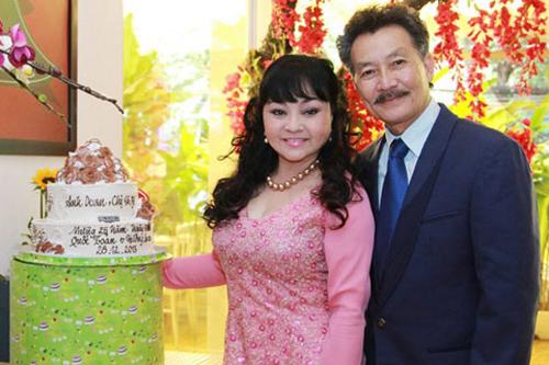 Hương Lan và chồng trong lễ kỷ niệm 25 năm cưới tại TP HCM.