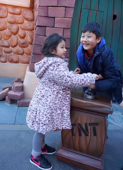 Bé Bảo Nam yêu thương em gái - Na. Hoa hậu cho biết mỗi khi gọi điện từ Mỹ về Việt Nam, Bảo Nam luôn muốn được gặp em gái.