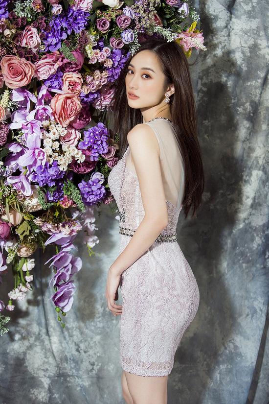 Hoa khôi phim 'Tháng năm rực rỡ' diện váy áo màu pastel