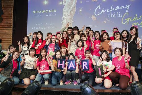 Hari Won và fans.