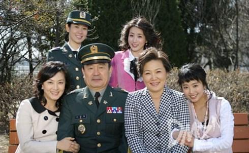Kim Hye Sun (bìa trái) trong Những nàng công chúa nổi tiếng.
