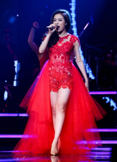 Năm 2013, sau sáu năm bị cấm sóng ngầm, Hoàng Thùy Linh đã trở lại với màn  diễn trực tiếp trên sóng quốc gia trong chương trình Bài hát yêu thích. Màn trình diễn này bị chê vì giọng hát live không tốt, tuy nhiên, đây vẫn là cột mốc quan trọng trong sự nghiệp của cô.