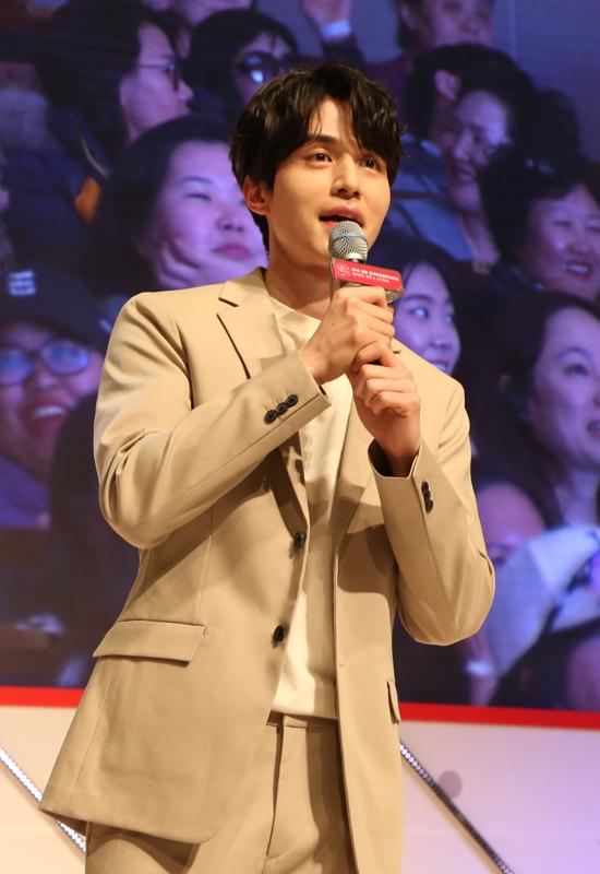 Văn Mai Hương và Bình An phấn khích khi gặp Lee Dong Wook