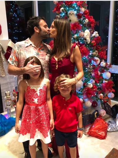 Gia đình Alessandra Ambrosio bên nhau dịp Giáng sinh năm ngoái.