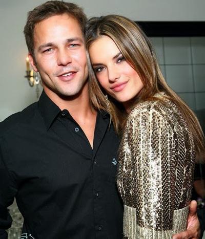 Trước khi đến với doanh nhân Jamie Mazur, siêu mẫu 36 tuổi từng hẹn hò nhà báo người Brazil, Steven Allain (39 tuổi). Cả hai gắn bó và chia tay trong năm 2005.