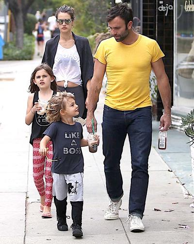 Siêu mẫu và doanh nhân 36 tuổi đính hôn năm 2008 và có hai con - một trai, một gái.
